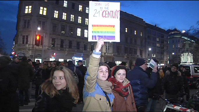 تجمع در وین در اعتراض به بیرون راندن زوج همجنسگرا از یک کافه