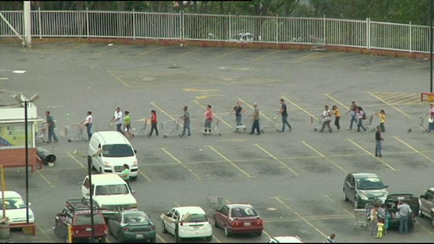 Queues outside Venezuelan supermarkets amid shortages