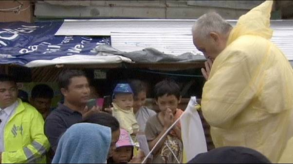 Pope battles wind and rain during visit to the Philippines