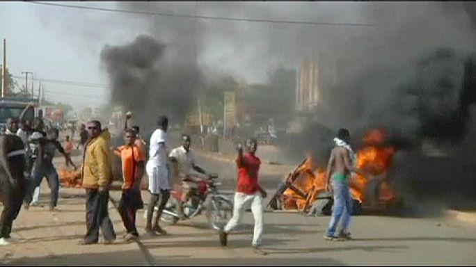 """Крупные беспорядки в Нигере из-за публикации новых карикатур в """"Шарли Эбдо"""""""
