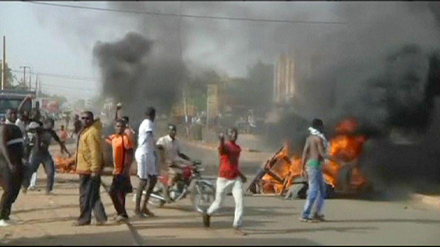 """إضرام النار في 3 كنائس في نْيامي احتجاجا على كاريكاتور """"شارلي إيبدو"""""""