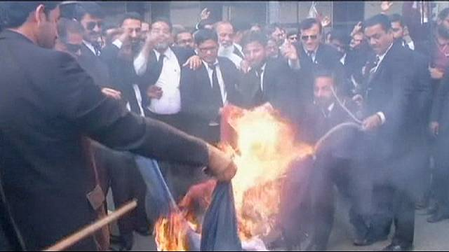 Lawyers join anti-Charlie Hebdo protests in Pakistan