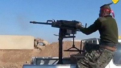 Syrie : soldats syriens et combattants kurdes s'affrontent pour la première fois