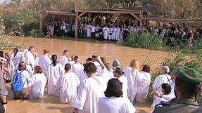 Cristãos ortodoxos  celebraram o batismo de Jesus no rio Jordão