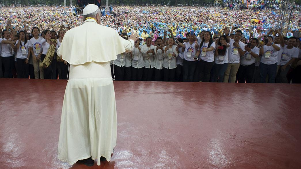 Thousands bid Pope Francis farewell as his Philippines tour ends