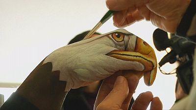 Artista italiano pinta animais nas mãos