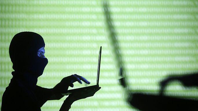 Az Ön okostelefonján keresztül kémkednek a hírszerzők?