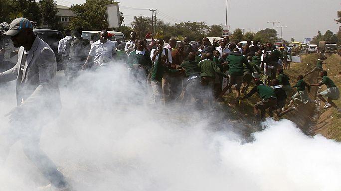 كينيا تقمع أطفال مدرسة ابتدائية بغازات مسيلة للدموع