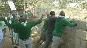 Quénia: Policia utiliza gás lacrimogéneo contra crianças