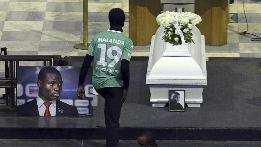 جثمان جونيور مالاندا يوارى الثرى