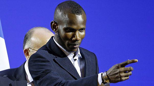 L'eroe del supermercato kosher, Lassana Bathily, naturalizzato francese
