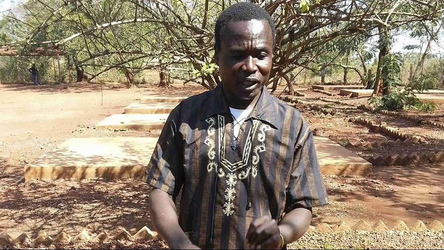 Лидера угандийских повстанцев доставили для суда в Гаагу