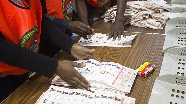 Zambiya'da başa baş liderlik yarışı