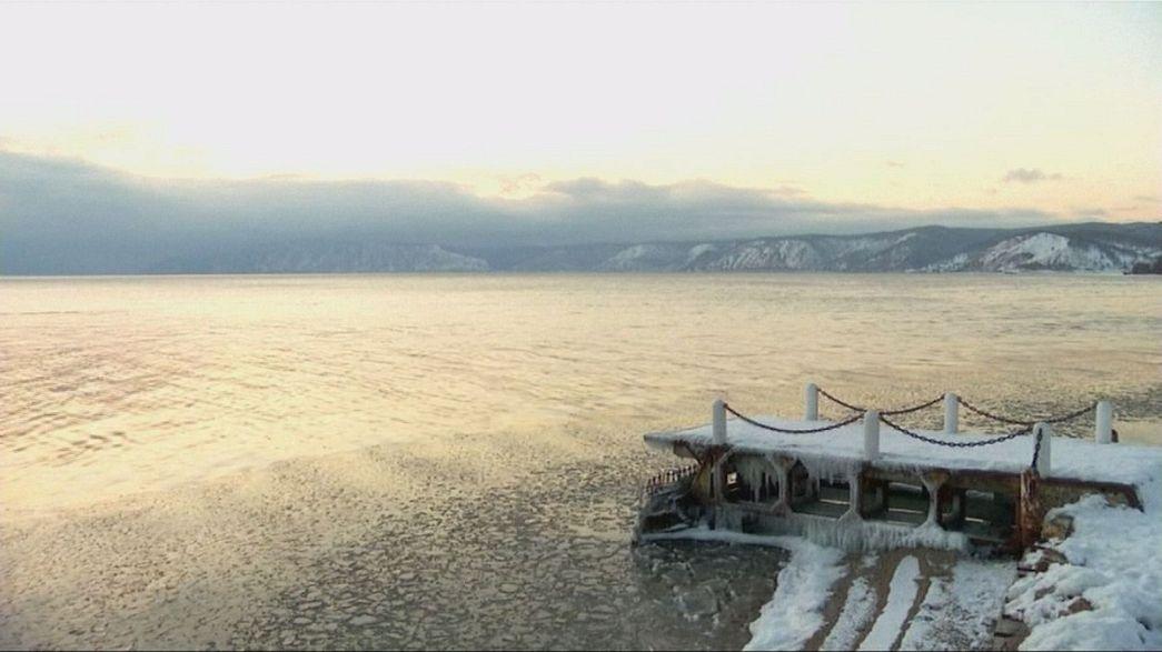 Il lago Baikal, più grande riserva d'acqua dolce, al livello più basso in 60 anni