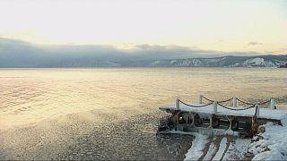 Λίμνη Βαϊκάλη: Σε ιστορικό χαμηλό η στάθμη των νερών