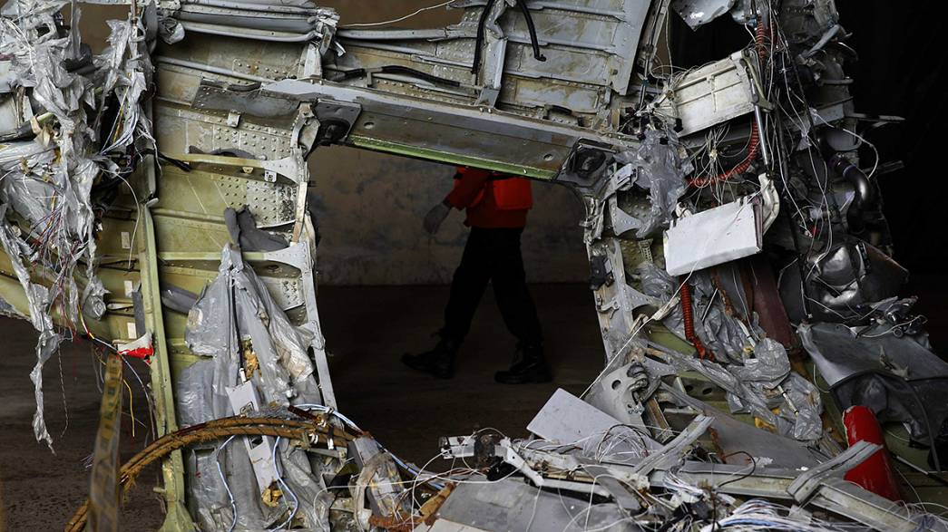 AirAsia alarms 'ringing' just before crash - investigator
