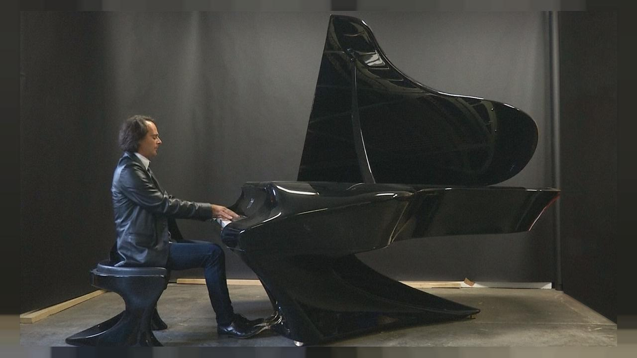 Gergely Boganyi délaisse le bois pour inventer un piano en carbone composite