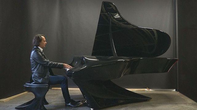 Новый рояль из композитных материалов