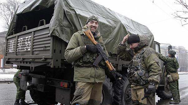 المتمردون شرقي أوكرانيا يسيطرون على مطار دونتسك