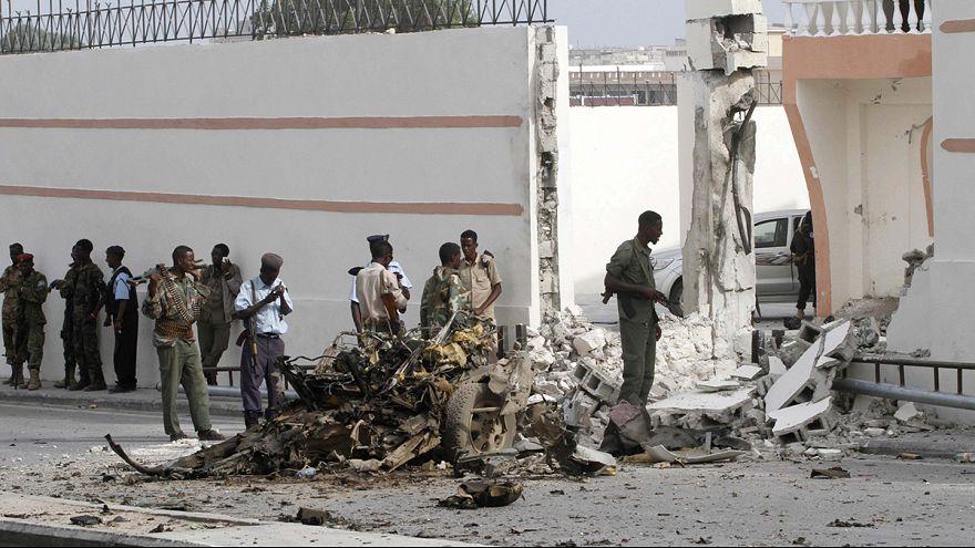 Robbantással várják a török elnököt Szomáliában