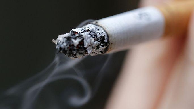 Szép helyett szabványos csomagolású cigaretták
