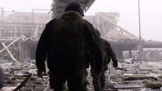 Los separatistas prorrusos consolidan posiciones en el disputado aeropuerto de Donetsk