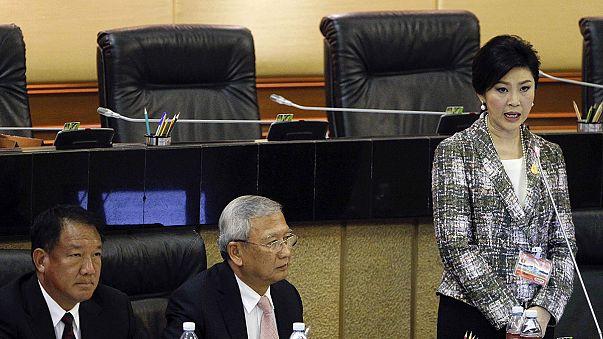 Tayland'ın eski başbakanı siyasetten men edildi
