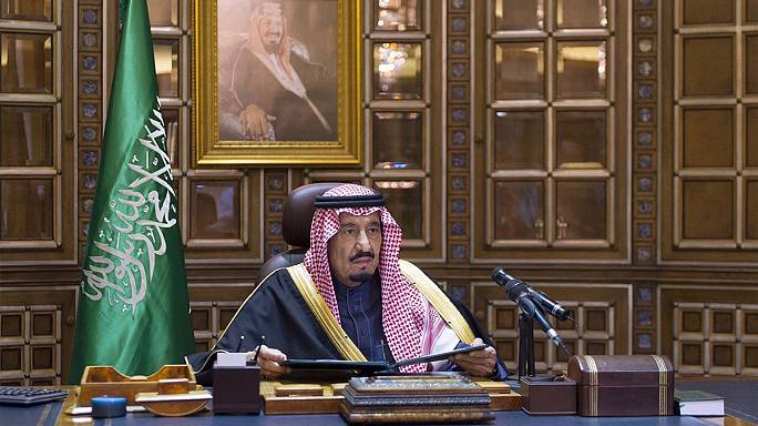 Late Saudi King Abdullah receives simple, traditional burial