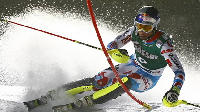 الإيطالي باريس يتوج بلقب السوبر جي للتزلج الألبي