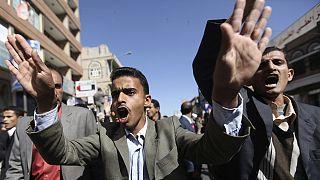 Hükümetsiz kalan Yemen'de sokaklar sesini yükseltiyor