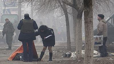 Ucraina: ribelli filorussi bombardano mercato a Mariupol. Decine i morti