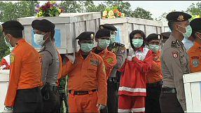 Mais corpos recuperados do acidente de avião  AirAsia