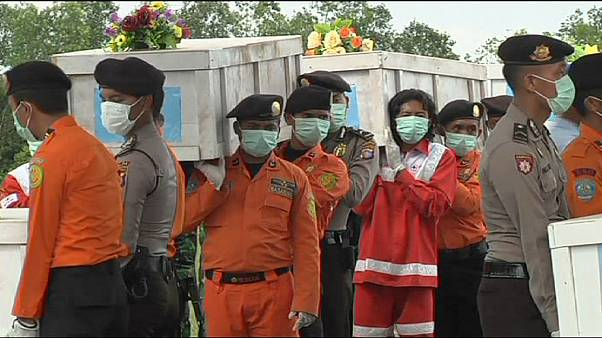 More victims recovered from AirAsia plane crash site