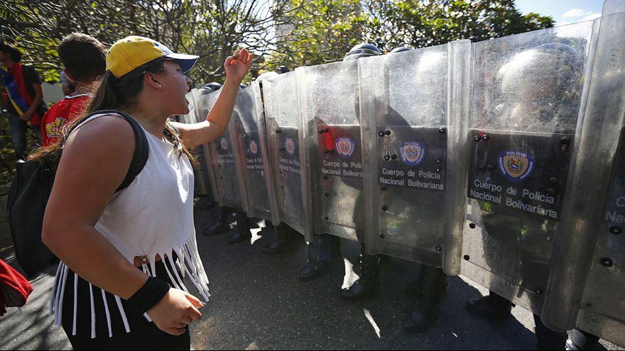 تظاهرات في كاراكاس احتجاجاً على السياسيات الإقتصادية للحكومة