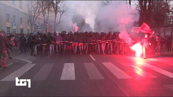 İtalya'da ırkçı karşıtı eylemciler polisle çatıştı