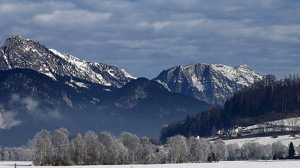 Alp Dağları'nda 6 kayakçı çığ altında kaldı