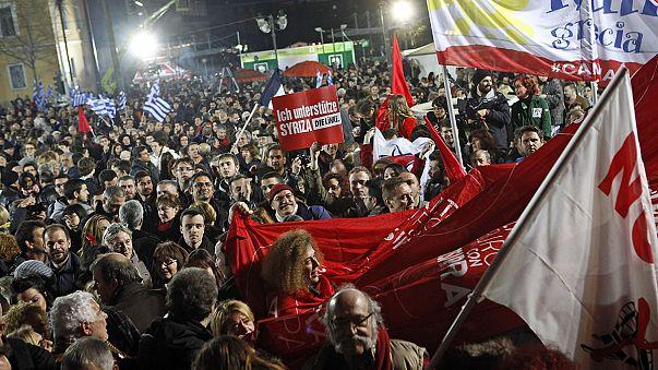 Az utcán ünnepeltek Athénban a győztes Sziriza támogatói