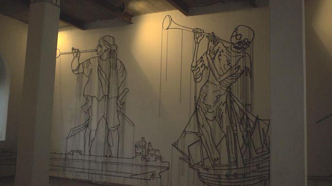 Örvénylő felfedezés: modern művészet a keralai fűszerraktárban