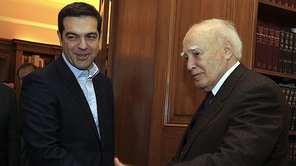 Ο Αλέξης Τσίπρας νέος πρωθυπουργός της Ελλάδας - Απών ο Σαμαράς από την τελετή