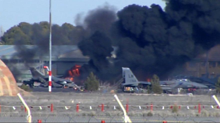 مقتل 10 أشخاص على الاقل في حادث تحطم طائرة عسكرية يونانية باسبانيا