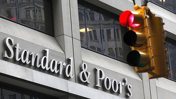 """S&P rebaja la deuda rusa a la categoría de """"bono basura"""""""