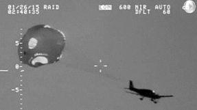 Amaragem de emergência com paraquedas no Oceano Pacífico
