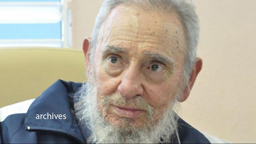 Cuba: Fidel Castro não confia nos EUA mas apoia solução pacífica