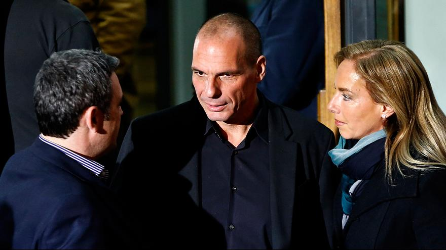 Grécia nomeia governo com 10 ministérios. Dragasakis vai negociar com a 'troika'. Varoufakis fica com as Finanças