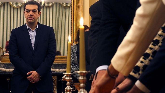 أعضاء الحكومة اليونانية يؤدون اليمين الدستورية