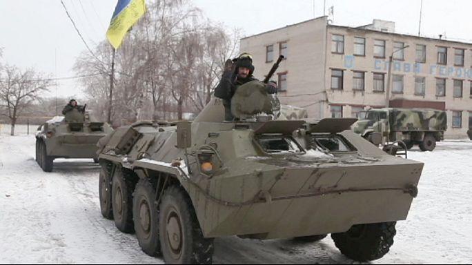 Egy a területükbe ékelődő ukrán város elfoglalását tervezik a szakadárok