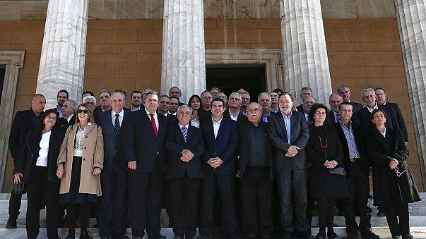 أول اجتماع للحكومة الجديدة في اليونان