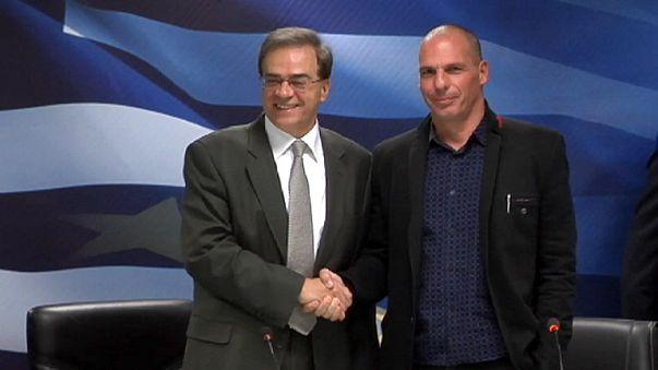 Griechenland: Raumpflegerinnen feiern vor Finanzministerium