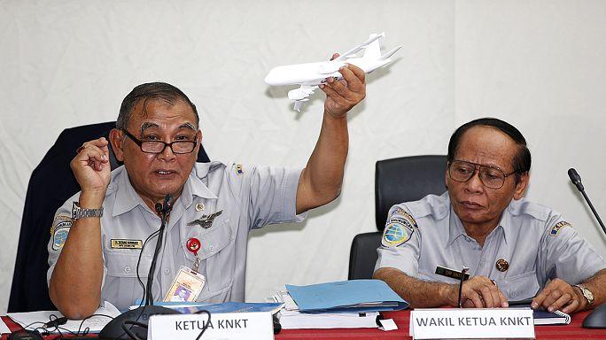 Перед крушением самолета AirAsia лайнером управлял второй пилот