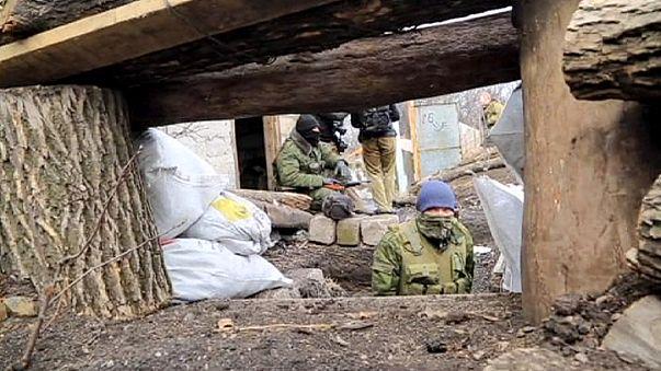 Ukraine: Gefangenenübergabe zwischen Armee und Aufständischen